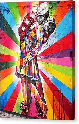 Couple Kissing In Times Square On V-j Day Canvas Print by Rona Black