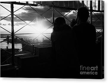 Couple Look At The View From Observation Deck 86th Floor Empire State Building New York City Canvas Print by Joe Fox