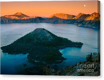 Crater Lake Sunset Canvas Print by Inge Johnsson