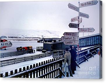 Crossroads In Iceland Canvas Print by Wernher Krutein