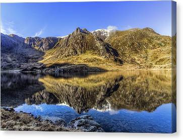 Cwm Idwal Canvas Print by Ian Mitchell