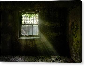 Darkness Revealed - Basement Room Of An Abandoned Asylum Canvas Print by Gary Heller