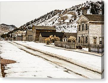 Deserted Street Canvas Print by Sue Smith