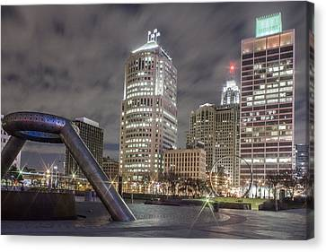 Detroit Fountain And Cityscape Canvas Print by John McGraw