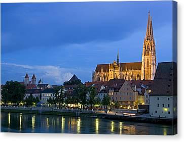 Deutschland, Regensburg, Stadtansicht Canvas Print by Tips Images