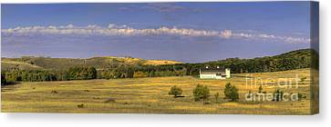 Dh Day Farm Canvas Print by Twenty Two North Photography