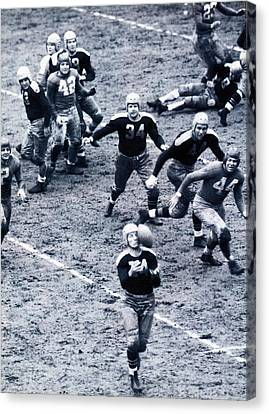 Don Hutson In Action Canvas Print by Gianfranco Weiss