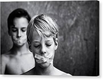 Don't Look, Don't Speak Canvas Print by Mirjam Delrue