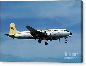 Douglas Dc-6bf  Landing  N95bl Apa Canvas Print by Wernher Krutein