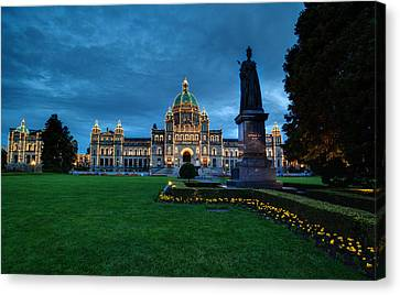 Dusk In Victoria Canvas Print by Mike Reid