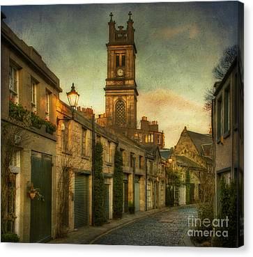 Early Morning Edinburgh Canvas Print by Lois Bryan
