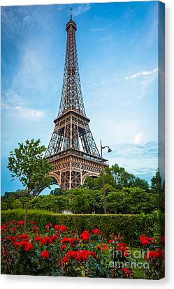 Eiffel Tower And Red Roses Canvas Print by Inge Johnsson