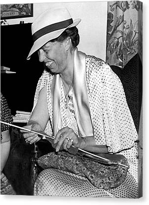 Eleanor Roosevelt Knitting Canvas Print by Underwood Archives