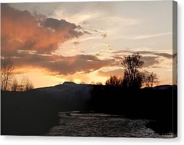 Elk River N Pilots Nob Sunset Canvas Print by Daniel Hebard