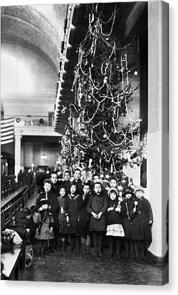 Ellis Island: Christmas, 1920 Canvas Print by Granger