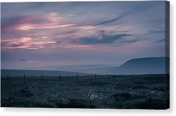 Evening In The Peak District Canvas Print by Chris Fletcher
