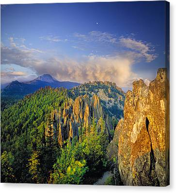 Evening Light In The Mountains Canvas Print by Vladimir Kholostykh