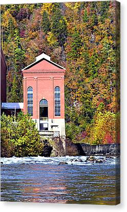 Fall At Tugalo Canvas Print by Susan Leggett