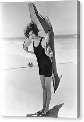 Fanny Brice And Beach Toy Canvas Print by Underwood Archives