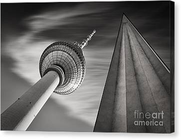 Fernsehturm Berlin Canvas Print by Rod McLean