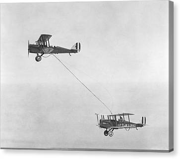 First Mid-air Refuelling, 1923 Canvas Print by Science Photo Library
