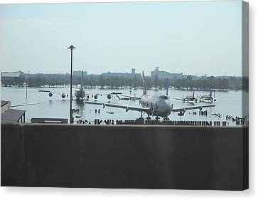 Flooding Of The Airport In Bangkok Thailand - 01135 Canvas Print by DC Photographer