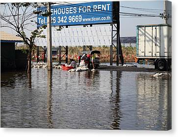 Flooding Of The Streets Of Bangkok Thailand - 01137 Canvas Print by DC Photographer