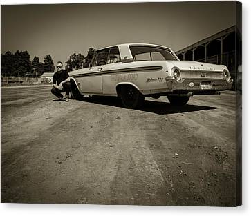 Ford Galaxie 500 5 Canvas Print by Thomas Young