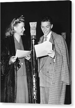 Frank Sinatra And Ann Sheridan Canvas Print by Underwood Archives
