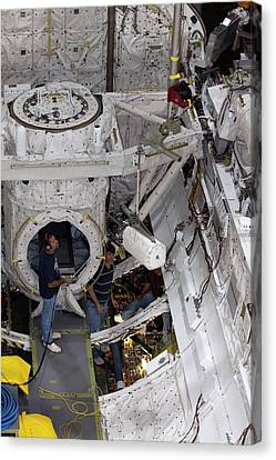 Fuel Cell Removal From Space Shuttle Canvas Print by Kim Shiflett/nasa