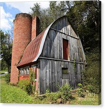 Gambrel-roofed Barn Canvas Print by Paul Mashburn