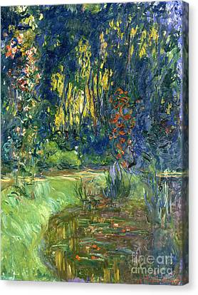 Garden Of Giverny Canvas Print by Claude Monet