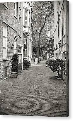 Gaslight Court Chicago Old Town Canvas Print by Christine Till