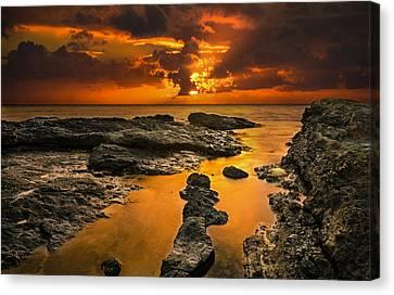 Golden Kailua Beach Sunrise In Oahu Canvas Print by Tin Lung Chao