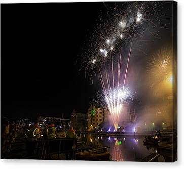 Guy Fawkes Night At Gloucester Quay. Canvas Print by Wendy Chapman