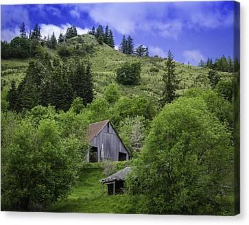 Hillside Barn Canvas Print by Chris Malone