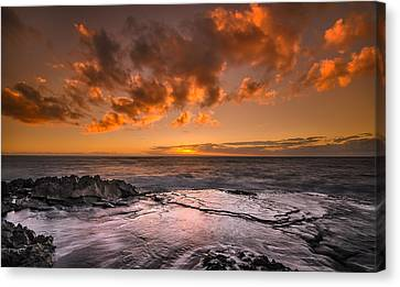 Honolulu Sunset At Koolina Resort Canvas Print by Tin Lung Chao