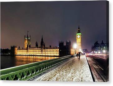 Houses Of Parliament And Big Ben Canvas Print by Daniel Sambraus