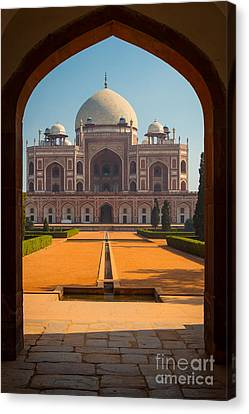Humayun's Tomb Archway Canvas Print by Inge Johnsson