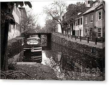 In Georgetown Canvas Print by Olivier Le Queinec