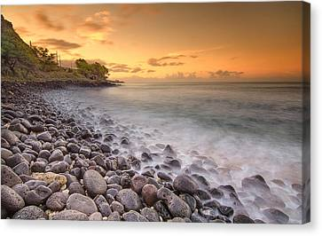 Island Sunset In Oahu Canvas Print by Tin Lung Chao