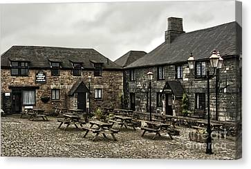 Jamaica Inn. Canvas Print by Linsey Williams