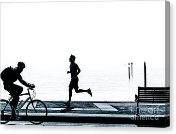 Jogging On The Prom. Canvas Print by Peter Noyce