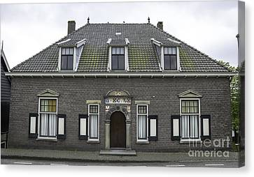Kinderdijk Building 1644 Canvas Print by Teresa Mucha