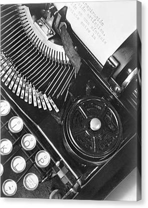 La Tecnica - The Typewriter Of Julio Canvas Print by Tina Modotti