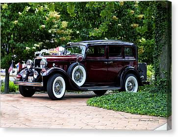 Lincoln Town Car Side View Canvas Print by Thomas Woolworth