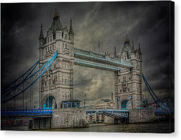 London Tower Bridge Canvas Print by Erik Brede