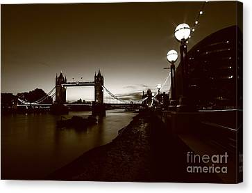 London Tower Bridge  Canvas Print by Mariusz Czajkowski