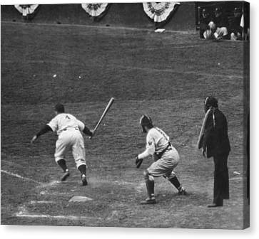 Lou Gehrig Gets A Hit Canvas Print by Underwood Archives