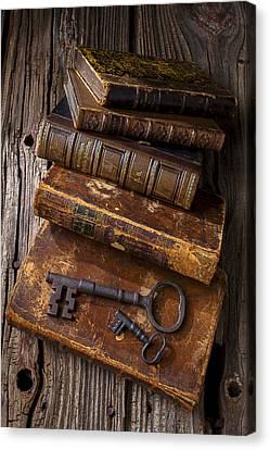 Love Reading Canvas Print by Garry Gay